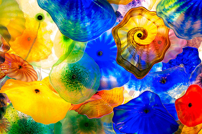7 extraordinary examples of glass art in public spaces for Arts and crafts las vegas
