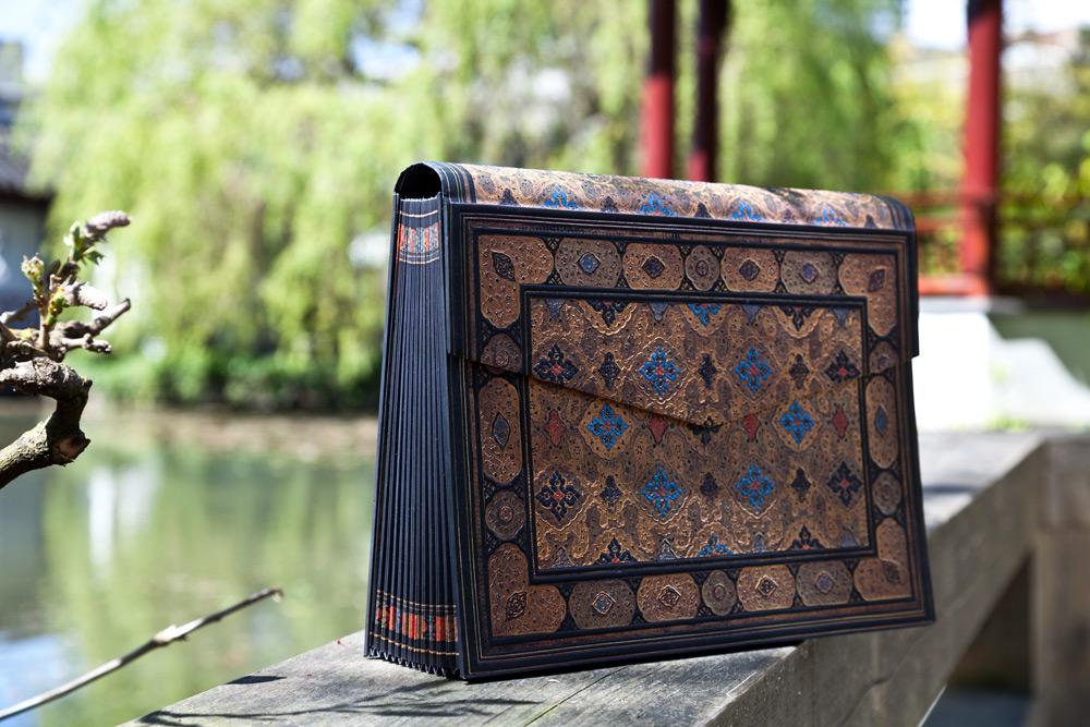 shiraz accordion box paperblanks